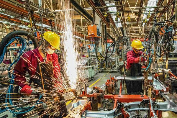 دولت جدید فضای کسب و کار را بهبود بخشد/ ۴ ابرچالش اقتصادی