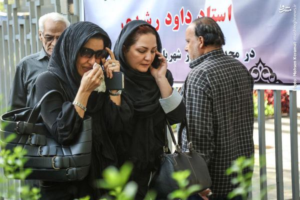 عکس/ اشکهای مریلا زارعی در مراسم تشییع داود رشیدی