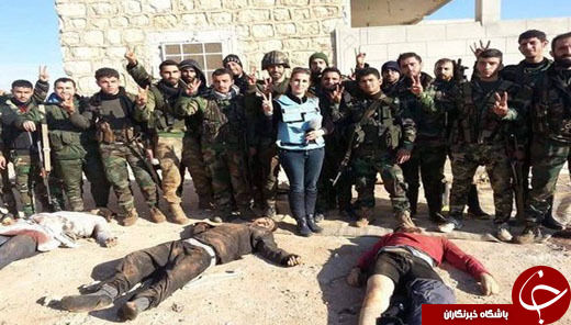 سلفی خانم خبرنگار با اجساد داعشیها+تصاویر