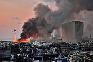 فیلم/ خاموشکردن آتش انفجار بیروت با بالگرد