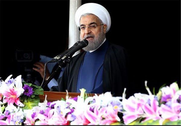 """روحانی: کارخانهها یکی پس از دیگری از """"رکود"""" خارج میشود"""
