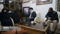 تصاویری از حضور مقام معظم رهبری در منزل سردار شهید قاسم سلیمانی