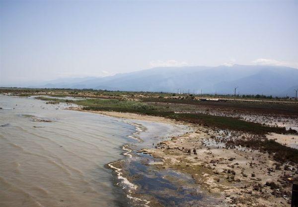خشکی خلیج گرگان ناشی از پسروی آب دریای خزر است