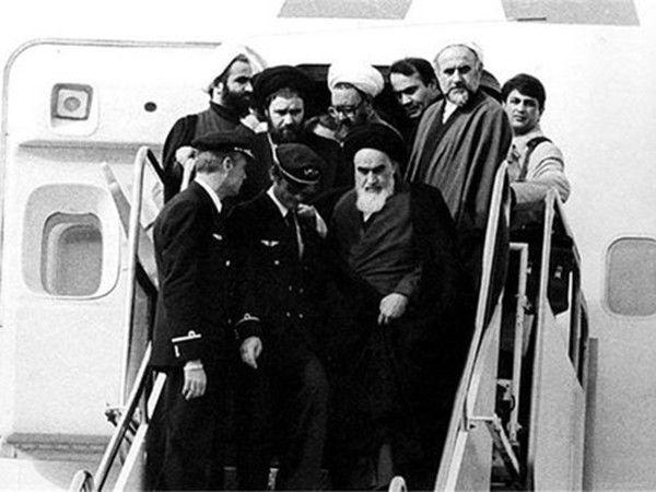 فرود همای پیروزی بر باند قلب ایرانیان/ بازگشت امام، پیروزی انقلاب را قطعی ساخت
