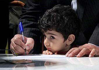 حاشیه های حضور خانواده ها برای ثبت نام کلاس اولی ها در گلستان