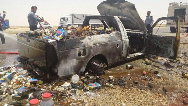 عکس/ شدت گرمای اهواز یک خودرو را به آتش کشید