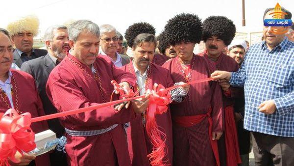 از لباس سنتی نماینده و فرماندار گنبد تا آوازخوانی دختران ترکمن + تصاویر