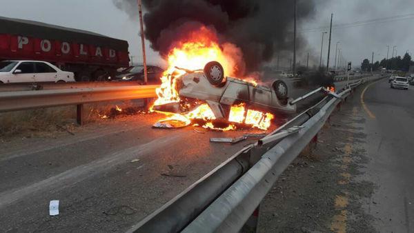 ۳ مصدوم در پی واژگونی و حریق خودرو در مینودشت