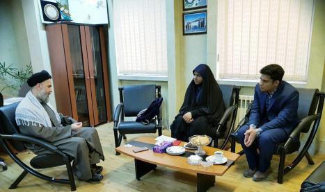 وظیفه مسئول جامعه اسلامیست جلوی منکر را بگیرد/ حجاب برای زنان ارزش آفرین است