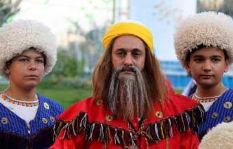 گزارش تصویری / حرکت کارناوال شادی با حضور اقوام گلستان در گنبد کاووس