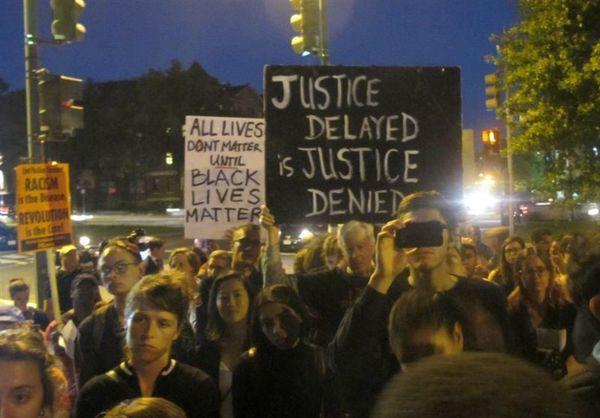 قتل سیاهپوستی دیگر توسط پلیس آمریکا مردم را به خیابانها کشاند + تصاویر