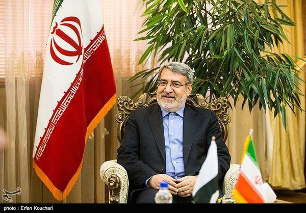 وزیر کشور به شهدای استان گلستان ادای احترام کرد
