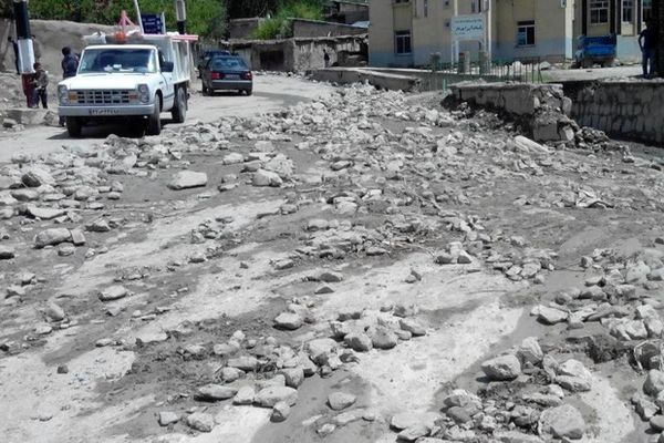 گل ولای رفت و آمد در جاده توسکستان را کند کرد