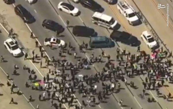 فیلم/ معترضان راهها را در کالیفرنیا مسدود کردند