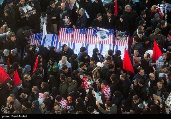 عکس/ هدیه مردم تهران به سربازان آمریکایی