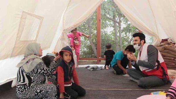 استقرار گروه های بهداشت و درمان در مناطق زلزله زده رامیان