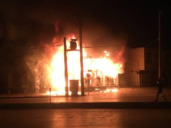 فیلم/ آتشزدن یک کارگر توسط اغتشاشگران