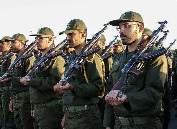 اقدام پر اقتدار یک سرباز در جلوی فرمانده+عکس