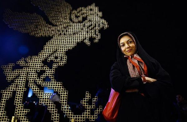 دانلود کلیپ مصاحبه با آزاده نامداری در کاخ جشنواره