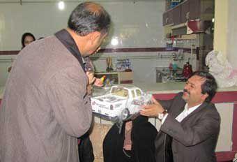 هدیه جالب معاون استاندار به یکی از 4 قلوهای گنبدی + عکس