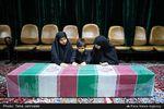 تصاویر اولین دیدار خانواده شهید مدافعحرم علیاصغر شیردل با پیکر فرزندشان