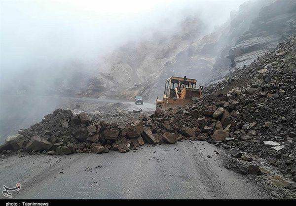 بارش شدید در شرق گلستان؛ جاده گلیداغ به کلاله بر اثر ریزش کوه مسدود شد