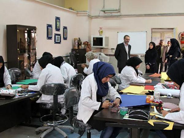 حرفه آموزی بیش از 200 زن سرپرست خانوار در گرگان