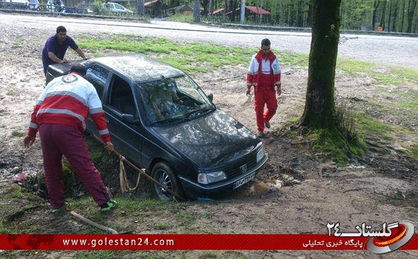نجات دو خودروی مسافرین نوروزی توسط گروه نجات کوهستان