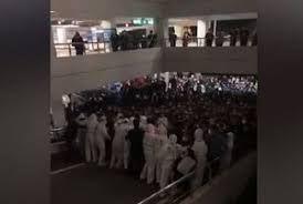 فیلم/ واکنش مردم به تست مثبت کرونا یک فرد در فرودگاه