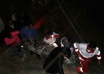 تصاویر/ نجات جوان مراوه تپه ای از گودال ۴۰ متری