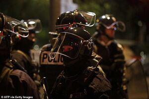 فیلم/ محاصره خبرنگاران توسط پلیس فرانسه