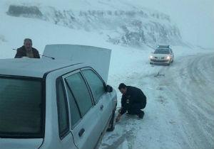 تردد در محورهای توسکستان و خوش ییلاق با زنجیر چرخ