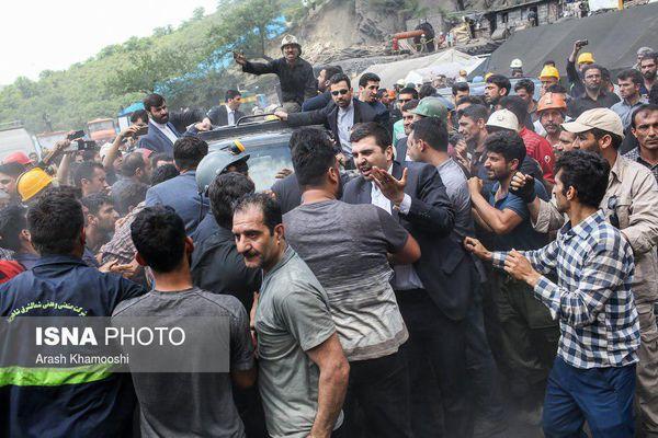 عکس/ برخورد خشن محافظان روحانی با کارگران و خانواده های داغدار معدنکاران یورت
