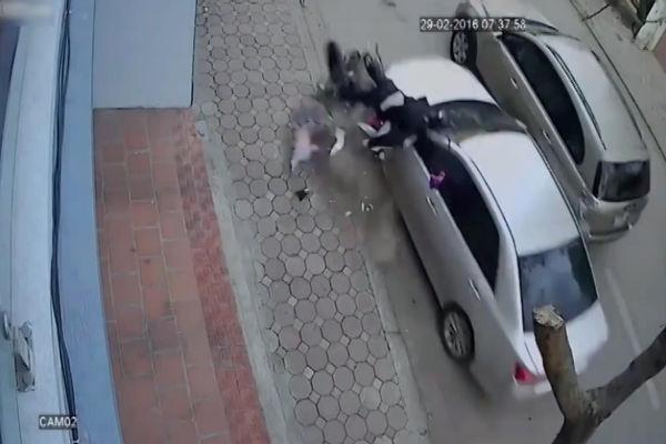 فیلم/راننده بیاحتیاط به طرز وحشیانهای جان دو تن را گرفت!
