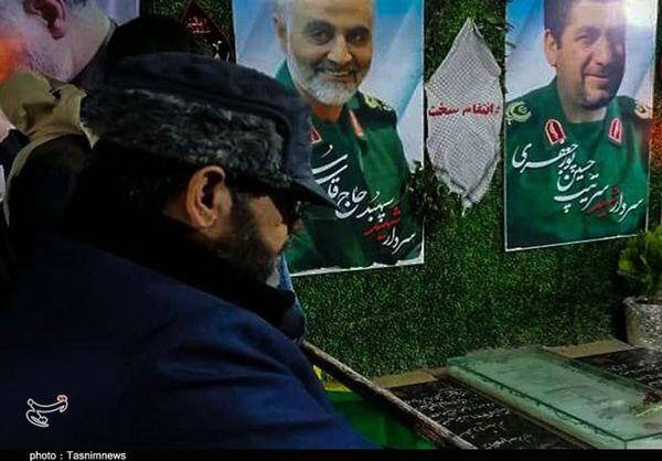 ادای احترام سردار معروفی به مقام شامخ شهید سردار سلیمانی در کرمان+تصاویر