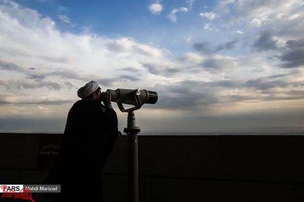 تصاویری جالب از رصد ماه رمضان از فراز برج میلاد