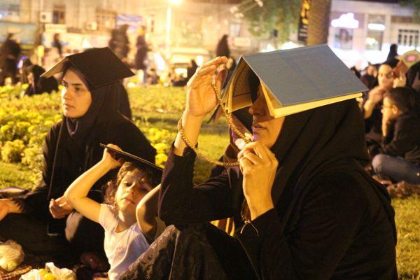 جلوه دست های نیاز گلستانی ها در شب قدر/تصاویر