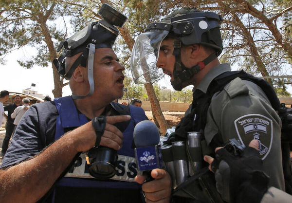 عکس/ درگیری خبرنگار ایرانی با سرباز اسرائیلی
