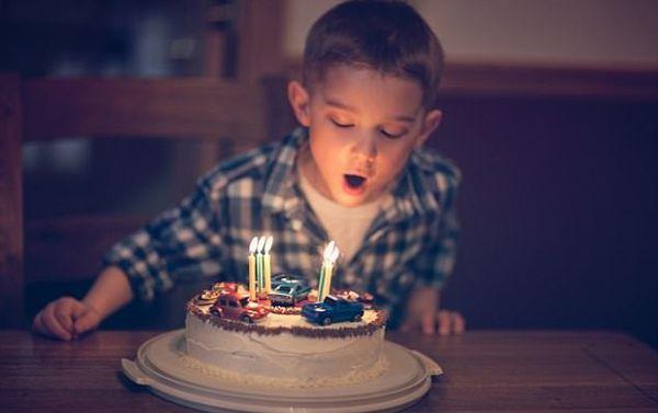 شمع روی کیک را فوت نکنید!