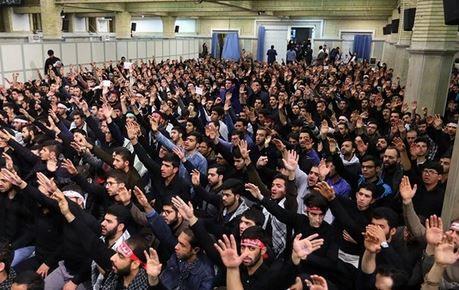 دانشجویان همزمان با اربعین حسینی در محضر رهبر انقلاب عزاداری میکنند