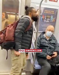 فیلم/ لیسزدن میلههای مترو توسط یک آمریکایی !