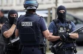 فیلم/ یا ماسک یا مشت و لگد پلیس!