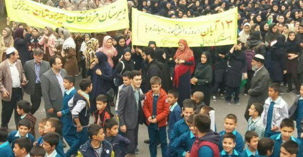 حضور دانش آموزان و دانشجویان بندرترکمنی در راهپیمایی 13 آبان