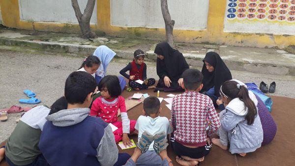 تصاویر/جهاد فرهنگی دانشجویان در محل اسکان سیل زدگان