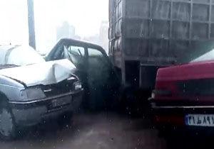 فیلم/ قیچی تریلی و تصادف چند خودرو