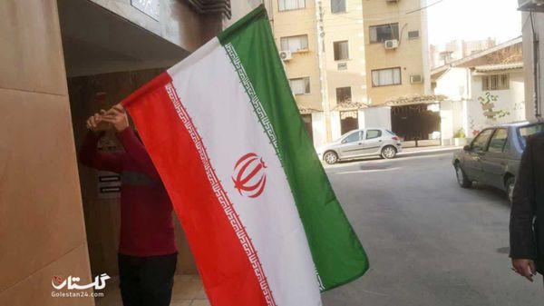آیین نصب پرچم مقدس جمهوری اسلامی ایران بر سر درب منازل گرگانی ها+گزارش تصویری