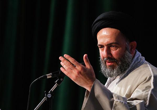 قرآن به دنبال حل ریشه ای مشکلات است / دوستی بین مومنین باید بر اساس خداوند باشد