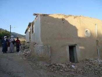 بازدید مدیرکل مرکز خدمات استان گلستان از مناطق زلزلهزده رامیان