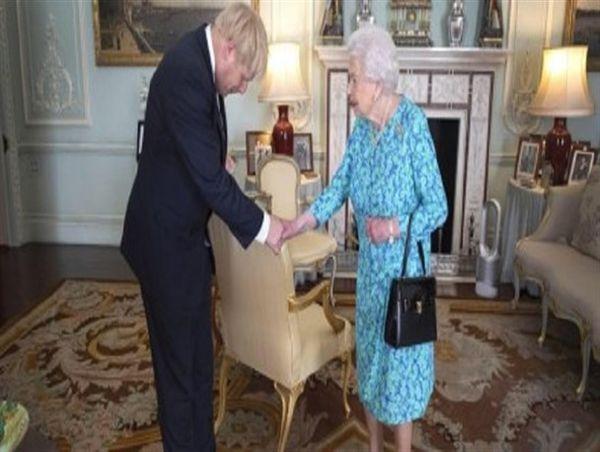اعتراض شدید به تعلیق دموکراسی توسط سلطنت مورورثی انگلستان