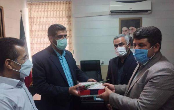 رئیس بنیاد گرگان از دو فرزند شهید به عنوان کارمند نمونه تجلیل کرد